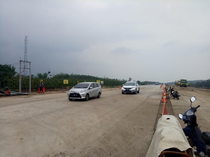 Sejumlah kendaraan melintas di tol fungsional Malang-Pandaan, Jumat 21 Desember 2018.