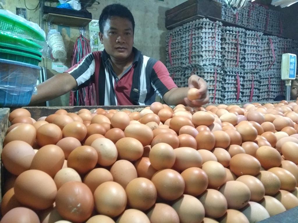 Telur mengalami kenaikan harga jelang Natal dan Tahun Baru 2019. (FOTO: Medcom.id/Kautsar Widya)