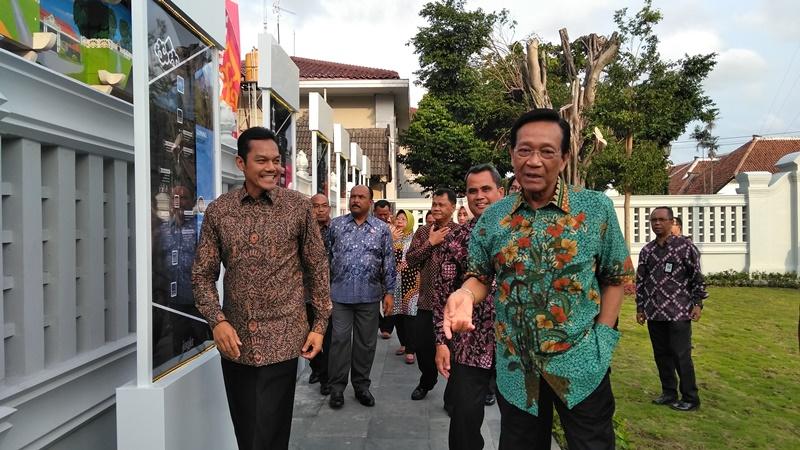 Gubernur DIY Sri Sultan Hamengku Buwono X saat meresmikan pedestrian sisis barat Malioboro, Daerah Istimewa Yogyakarta, Jumat, 21 Desember 2018. Medcom.id/ Patricia Vicka.