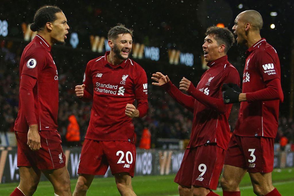 Penggawa Liverpool merayakan kemenangan atas Wolverhampton. (Foto: AFP/Geoff Caddick)
