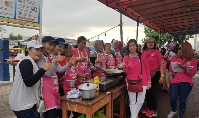 Galang Kemajuan (GK) Ladies saat perayaan Hari Ibu bersama warga kampung Nelayan, Cilincing, Jakarta Utara, Sabtu, 22 Desember 2018.