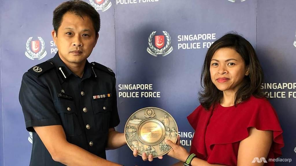 Kanya, WNI yang dapat penghargaan dari Kepolisian Singapura. (Foto: Mediacorp),