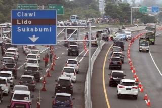 Tol Jagorawi Arah Puncak Diberlakukan Sistem Contraflow