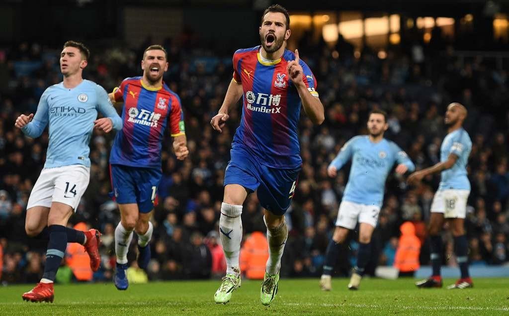 Selebrasi Luka Milivojevic seusai mencetak gol ke gawang Manchester City. (Oli SCARFF / AFP)