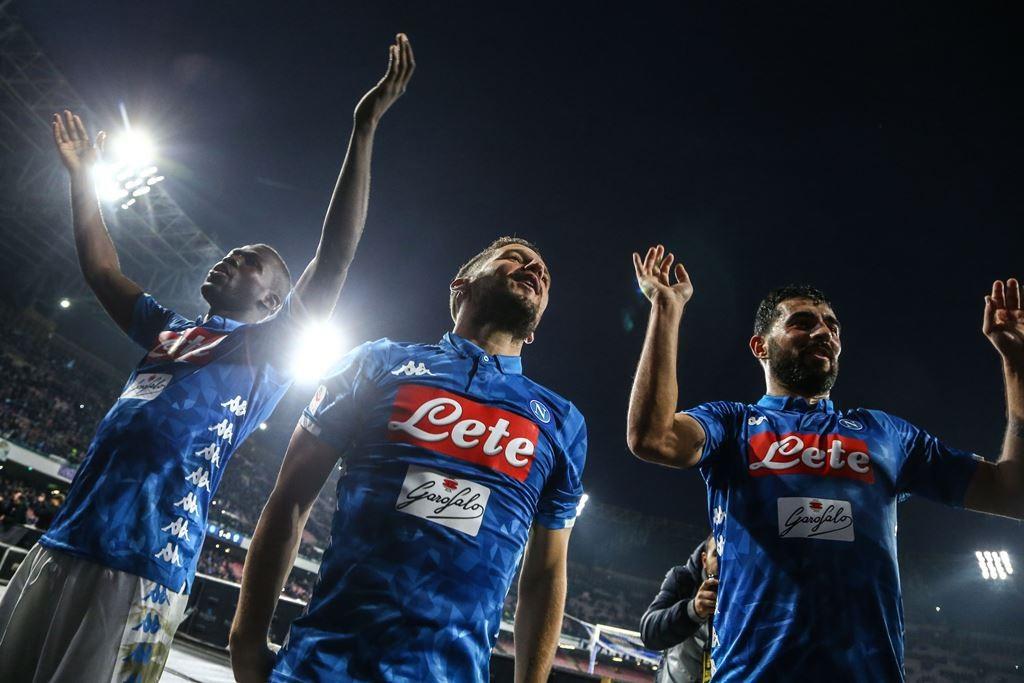 Selebrasi kemenangan skuat Napoli. (Foto: Carlo Hermann / AFP)