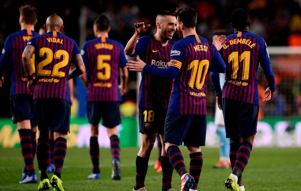 Lionel Messi (kanan) sukses mencetak gol ke gawang Vigo sekaligus membawa Barcelona meraih kemenangan dengan skor 2-0 (Foto: AFP/Josep Lago)