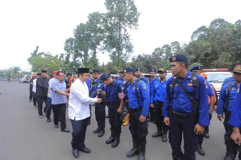 Pemerintah Kota (Pemkot) Tangerang menerjunkan tim untuk membantu warga Anyer, Banten, Minggu, 23 Desember 2018. Medcom.id/ Hendrik Simorangkir.