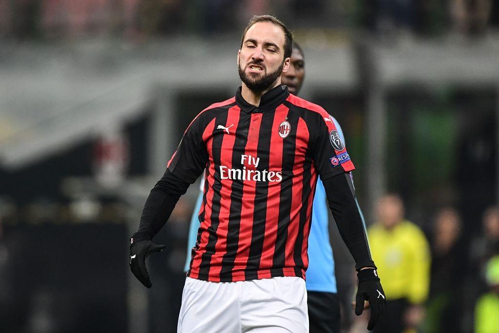 Gonzalo Higuain akan bertahan di Milan hingga akhir musim (AFP/Miguel Medina)