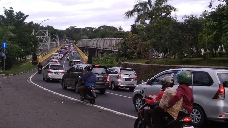 Kepadatan lalu lintas di jalan Wates menuju Yogyakarta, Minggu, 23 Desember 2018. Medcom.id-Ahmad Mustaqim.