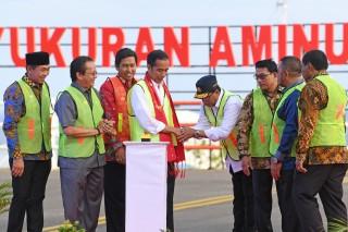 Jokowi Resmikan Lima Bandara di Sulawesi
