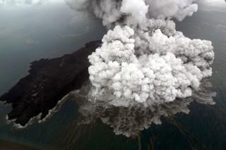 Erupsi Anak Krakatau di Selat Sunda