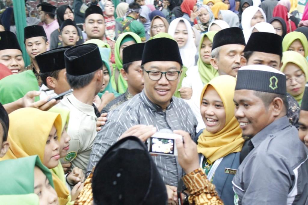Menpora Imam Nahrawi (tengah) saat menghadiri Kongres IPNU dan IPPNU. (Foto: Dok. Kemenpora)