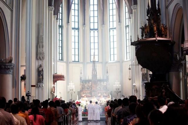 Ilustrasi malam Misa Natal di Gereja Katedral/MI/Rommy Pujianto