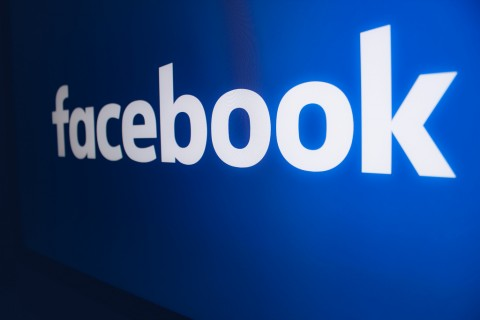 Facebook Garap Fitur Transfer Bitcoin via WhatsApp