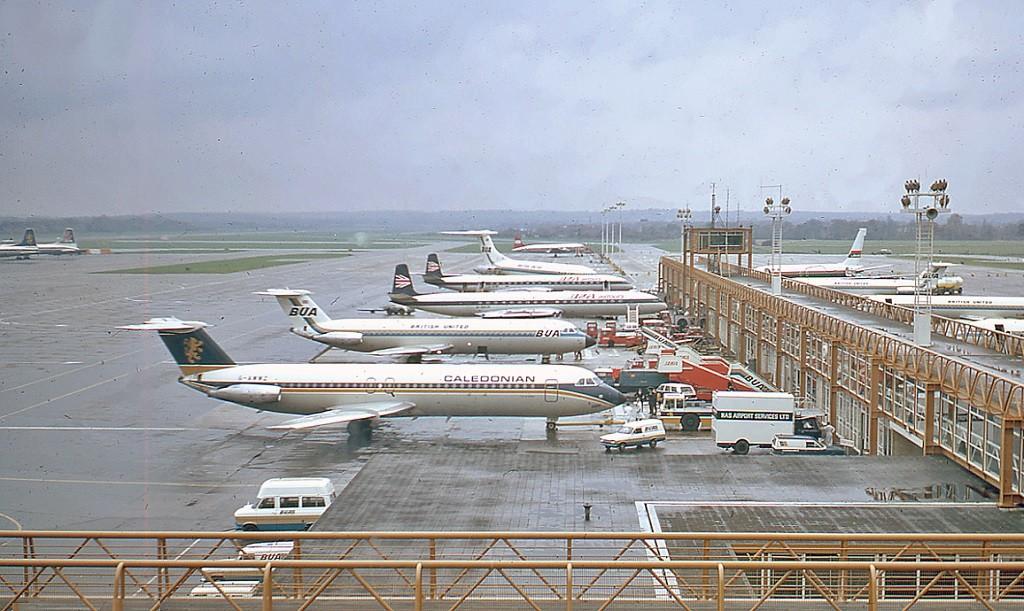Penerbangan di bandara Gatwick sempat terganggu.
