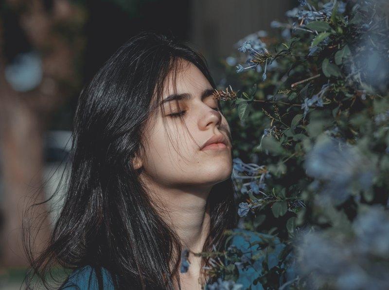 Hidung Anda dapat mendeteksi sekitar satu triliun aroma. Tetapi sayangnya Anda tidak bisa mencium bau dari badan Anda sendiri. (Foto: Guilherme Stecanella/Unsplash.com)