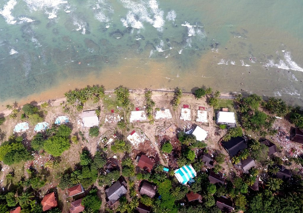 Foto aerial kerusakan akibat Tsunami di kawasan Carita, Banten, Jawa Barat, Senin (24/12/2018). Foto: Antara/Akbar Nugroho Gumay