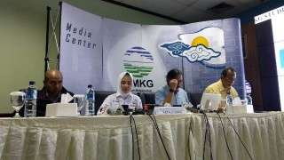Sunda Strait Tsunami Triggered by Anak Krakatau Eruption: BMKG