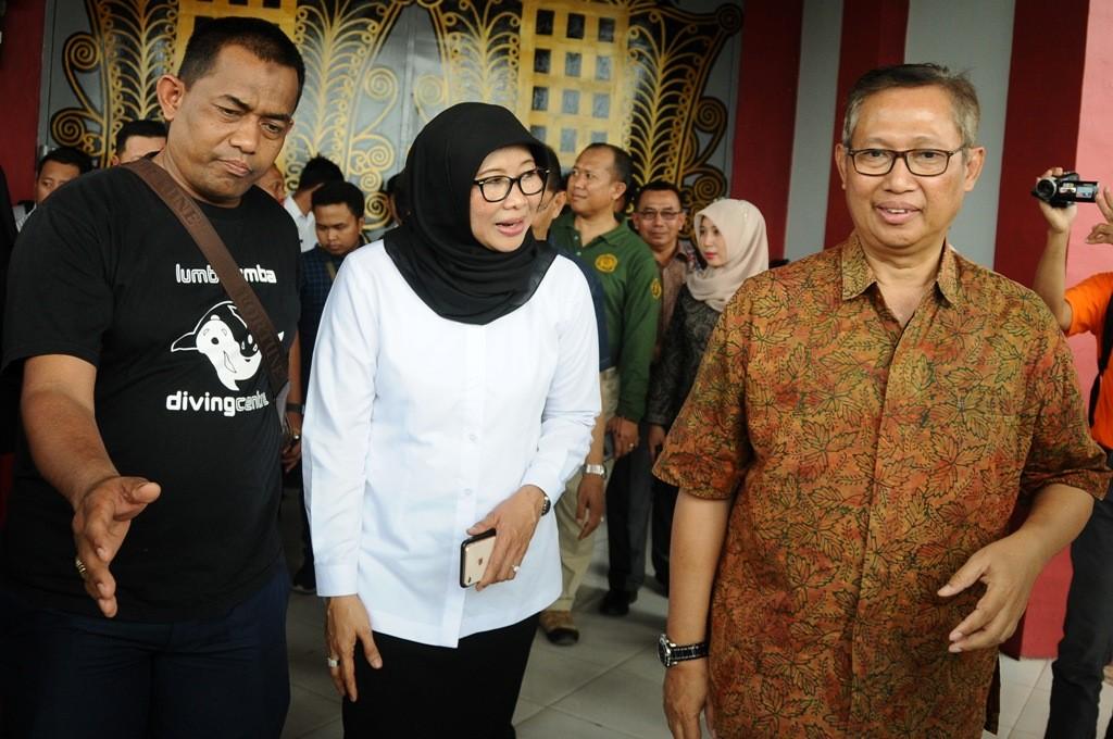 Direktur Jenderal Pemasyarakatan(Dirjen Pas) Kemenkumham Sri Puguh Budi Utami (tengah) usai sidak di Lapas Aceh. ANT/Ampelsa.