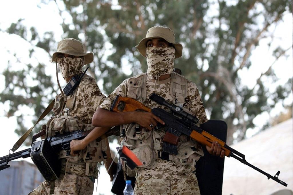 Pasukan loyalis pemerintah Libya bersiaga di Tripoli, 25 September 2018. (Foto: AFP/File / MAHMUD TURKIA)