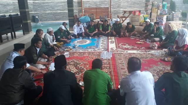Partai Bulan Bintang (PBB) menyalurkan bantuan untuk korban tsunami Selat Sunda. Foto: Dok Istimewa