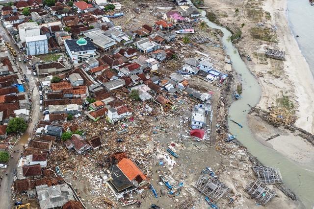 Foto udara kondisi Kecamatan Sumur, Pandeglang, yang hancur diterjang tsunami Selat Sunda, Selasa (25/12/2018). Antara Foto/Muhammad Adimaja