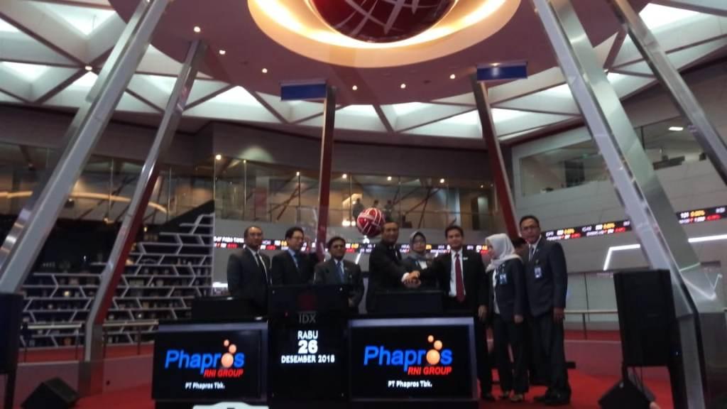 Suasana saat manajemen Phapros melakukan pencatatan saham di BEI, Jakarta (Foto: Medcom.id/Nia Deviyana)