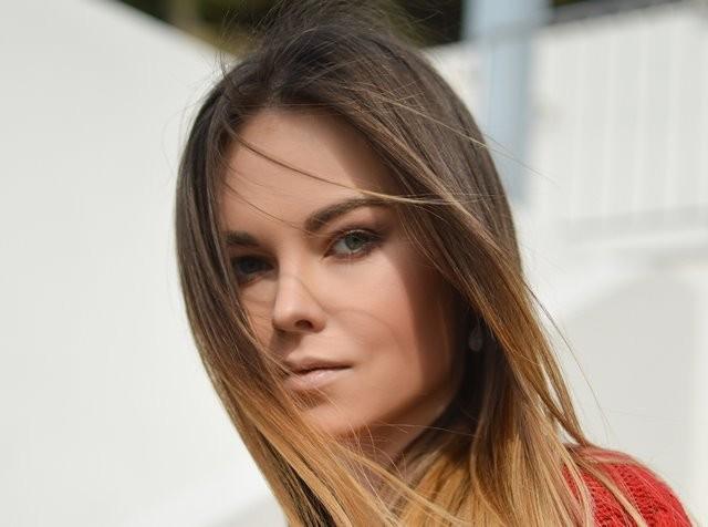 Berikut ini adalah beberapa cara yang bisa dilakukan untuk memperbaiki warna rambut yang kusam dan rusak. (Foto: Tamara Bellis/Unsplash.com)