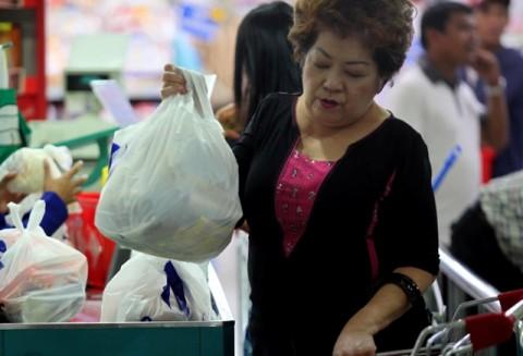 Sanksi Penggunaan Kantong Plastik Mencapai Rp25 Juta