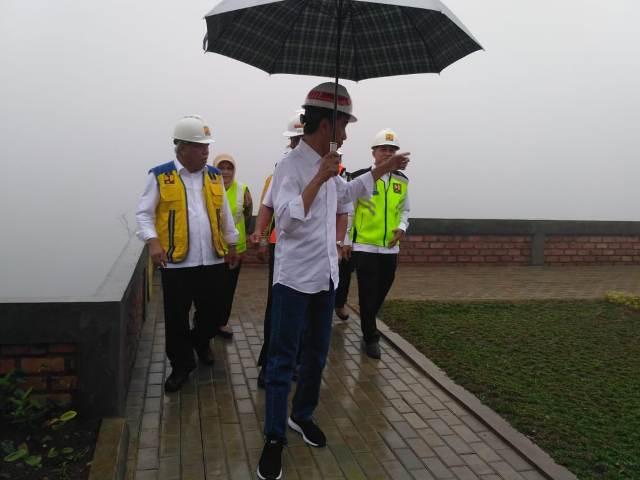 Presiden meninjau progres pembangunan Bendungan Ciawi, Bogor, Jawa Barat, Rabu, 26 Desember 2018. Foto: Medcom.id/Dian Ihsan