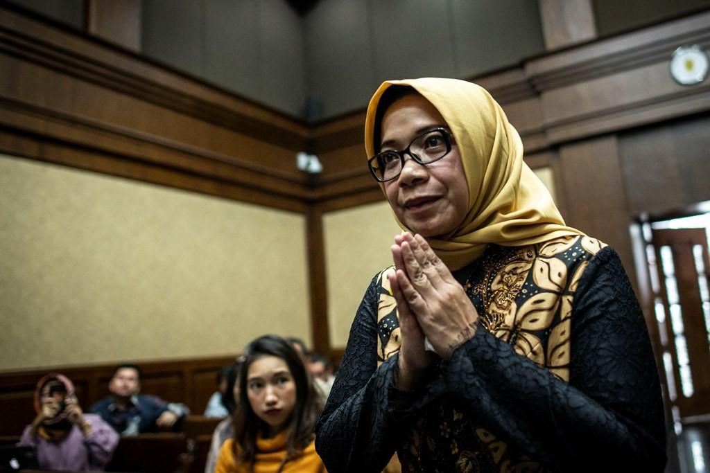 Terdakwa kasus suap PLTU Riau-1 Eni Maulani Saragih berjalan memasuki ruangan untuk menjalani sidang lanjutan di Pengadilan Tipikor, Jakarta, Rabu (26/12/2018). Foto: Antara/Aprillio Akbar