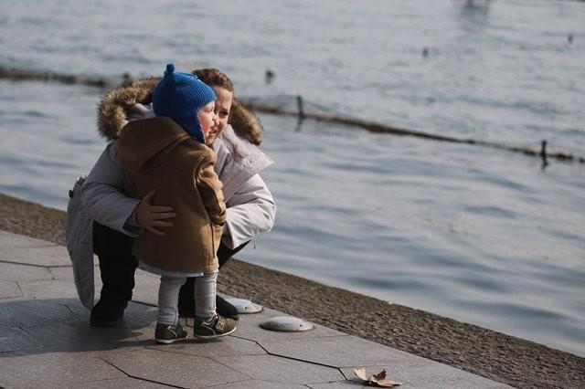 Kemandirian anak sangat diperlukan dalam rangka membekalinya untuk menjalani kehidupan yang akan datang. (Foto: Raychan/Unsplash.com)