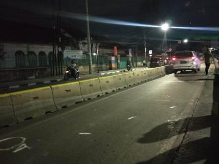Suasana Jalan Jatinegara Barat arah Matraman, Jakarta Timur, lokasi penembakan terhadap anggota TNI, Letkol Dono Kuspriyanto. Foto: Annisa Ayu Artanti/Medcom.id