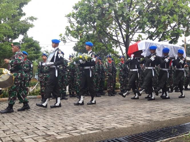 Prosesi upacara pertama secara militer dilakukan dihalaman Masjid At-Taqwa, Lanud Atang Sanjaya, Kecamatan Kemang, Kabupaten Bogor, Jawa Barat