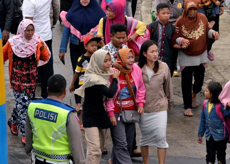 Ilustrasi Warga korban tsunami dari Pulau Sebesi dan Sebuku Lampung Selatan tiba di Pelabuhan Bakauheni Lampung Selatan, Lampung, Rabu (26/12/2018). ANTARA FOTO/Ardiansyah.