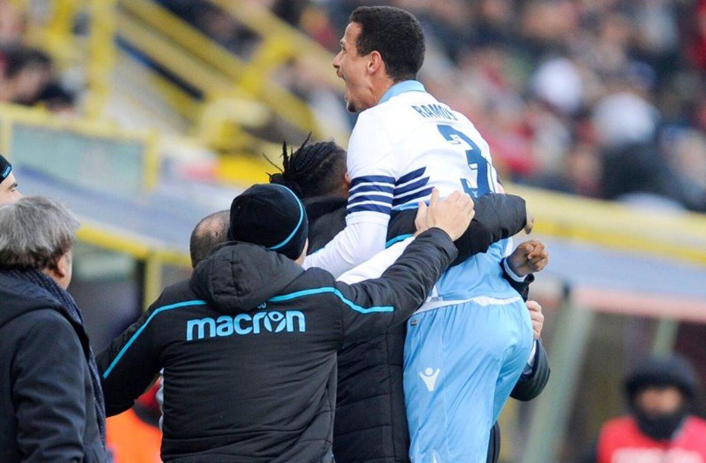 Luiz Felipe merayakan golnya ke gawang Bologna (twitter @OfficialSSLazio)