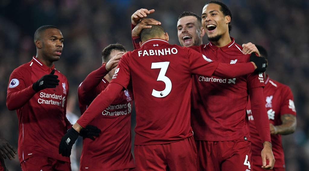 Pemain Liverpool merayakan gol perdana Fabinho ke gawang Newcastle United (AFP/Paul Ellis)