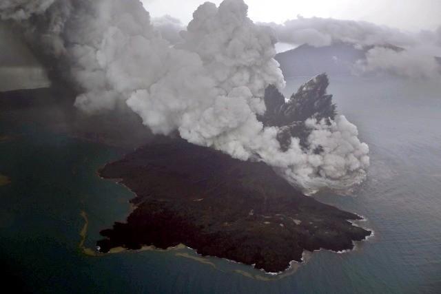 Foto udara erupsi Gunung Anak Krakatau/ANT/Nurul