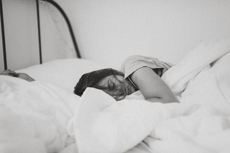 jika mimpi buruk mulai sering mengunjungi tidur malam Anda, itu bisa menjadi tanda masalah kesehatan. (Foto Ilustrasi: Kinga Cichewicz/Unsplash.com)