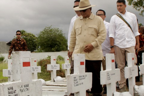 Prabowo Ziarah ke Taman Makam Pahlawan Seroja