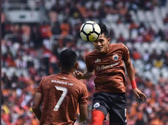 Para pemain Persija Jakarta melakukan pemanasan (Foto: Persija Jkt)