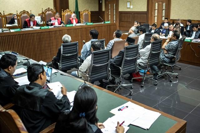 10 mantan anggota DPRD Sumut hadir dalam sidang tipikor. Foto: Antara/Aprilio Akbar.