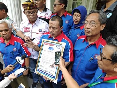 Konfederasi Serikat Pekerja Seluruh Indonesia (KSPSI) di kediaman Cawapres nomor urut 01 Ma'ruf Amin. Medcom.id/M Sholahadhin Azhar