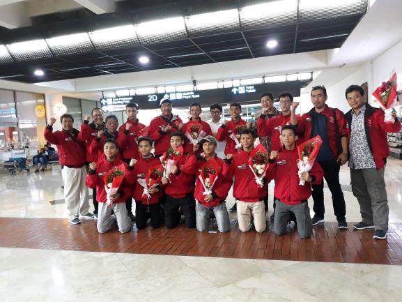 Para Pelajar penampil pencak silat di Festival Janadriyah, saat tiba di Bandara Soekarno Hatta, Medcom.id/Citra Larasati.
