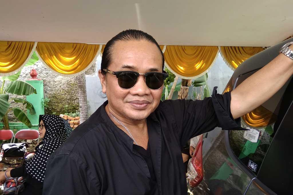 Deddy Dhukun saat melayat alm Dian PP. (Foto: Medcom.id/Cecylia Rura)