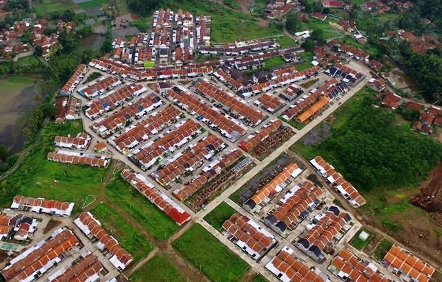 Foto aerial perumahan KPR subsidi di Bungursari, Tasikmalaya. Pemerintah target penerbitan KPR subsidi 2019 sebanyak 234 ribu unit rumah, lebih rendah dari 2018 yang mencapai 267 ribu unit. Antara Foto/Adeng Bustomi