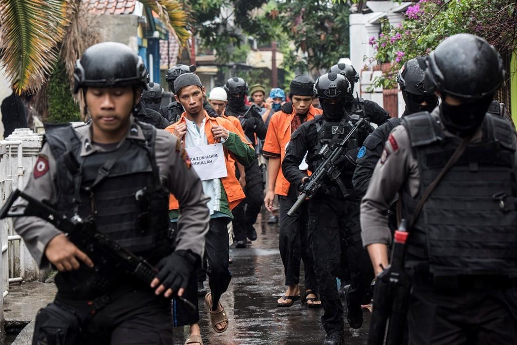 Ilustrasi: Anggota Densus 88 Polri menangkap teroris. Foto: Antara/Agung Rajasa