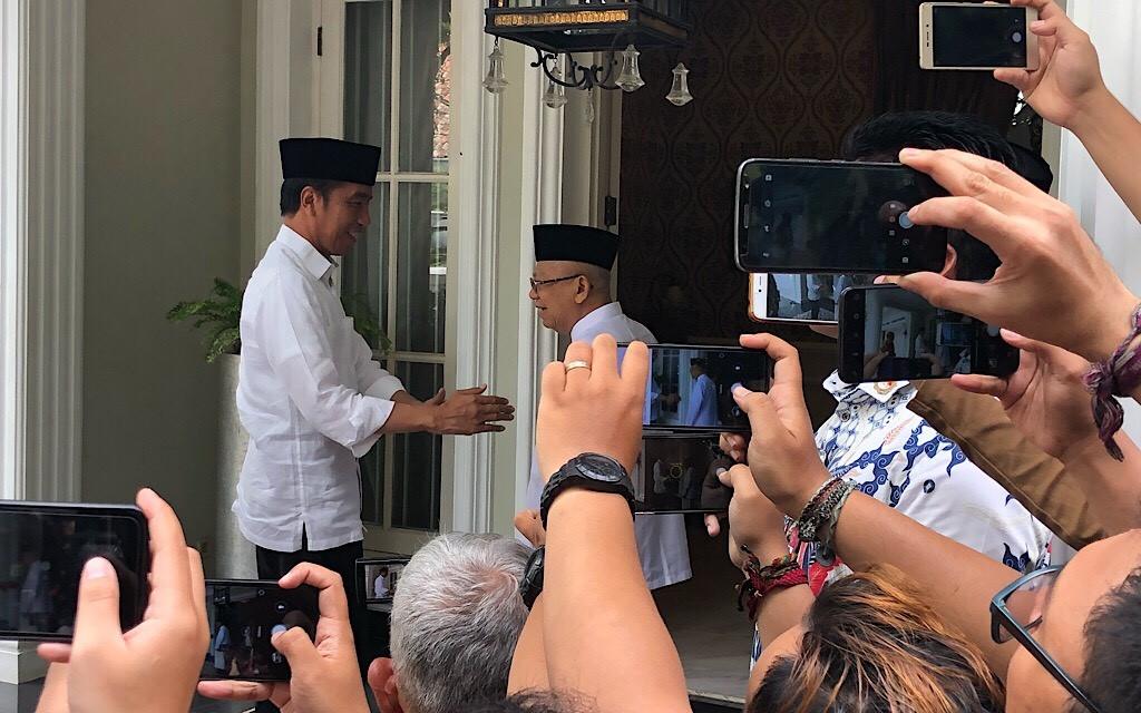 Jokowi mampir ke kediaman Kiai Ma'ruf. Foto-foto: Medcom.id/Theofilius