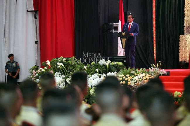 Presiden Joko Widodo menghadiri acara pembekalan kepada calon perwira remaja (Capaja) akademi TNI dan Polri 2017 di Mabes TNI. Foto: MI/Panca Syurkani.