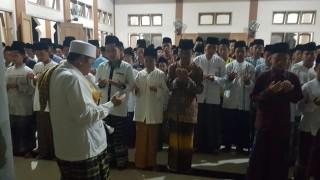 Pesantren Kempek Cirebon Gelar Salat Gaib untuk Rifai Pamone